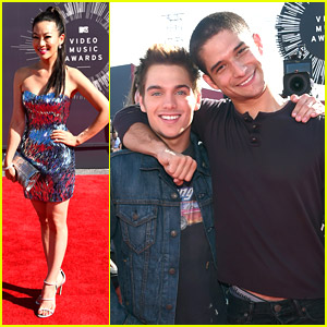 Teen Wolf's Tyler Posey & Dylan Sprayberry Buddy Up At MTV VMAs 2014