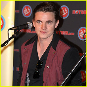Jesse McCartney Serenades Us with 'Superbad' - Watch Here!