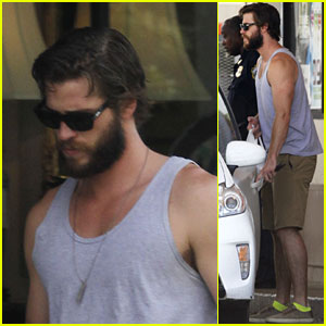 Liam Hemsworth's Buff Arms Make Us Swoon!