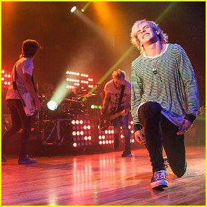 R5 Rocks Out at the Royal Oak Music Theatre in Detroit!