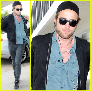 Robert Pattinson Jets Off to Toronto for the Film Festival!