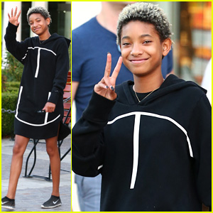 Willow Smith in Good Mood for Labor Day Lunch!