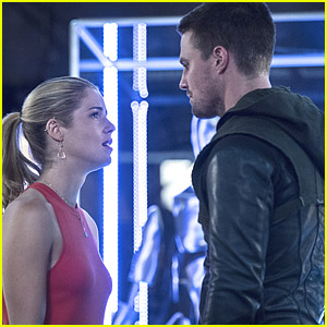 We Hate Seeing Felicity Upset With Oliver In These New Stills From 'Arrow'