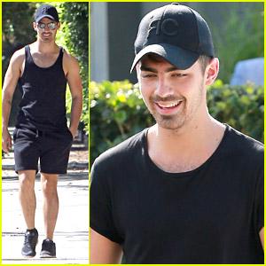 Joe Jonas Grabs Late Lunch at Lemonade Cafe