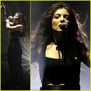 Lorde Performs In Vegas After Releasing Mockingjay Single