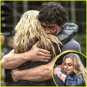 Bellamy Hugs The Life Out Of Clarke On 'The 100' Tonight