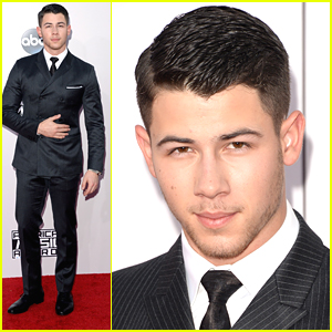 Nick Jonas Keeps It Suave At AMAs 2014