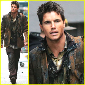 Robbie Amell Looks Burnt to a Crisp as Firestorm in 'The Flash'