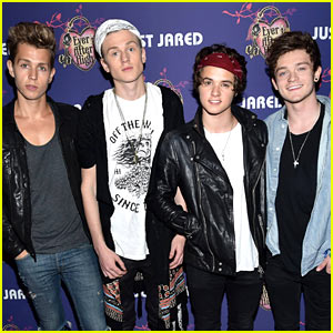 The Vamps Keep the Just Jared Homecoming Dance Crowd Pumped!