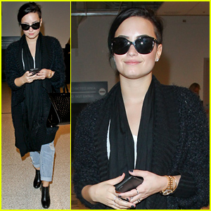 Demi Lovato Wants to Throw a Holiday Party After Spending Time on Pinterest!