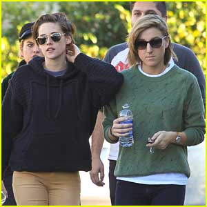 Kristen Stewart & Alicia Cargile Grab After Christmas Lunch With Friends