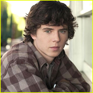 The Middle's Charlie McDermott Zips Into 'Super Clyde' Role
