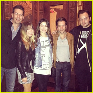 Miranda Cosgrove & Jennette McCurdy Reunite with the 'iCarly' Cast!