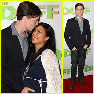 Nick Eversman & Wife Emily Debut Baby Bump At 'The DUFF' Premiere