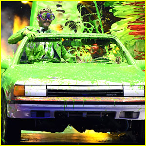 Watch Kira Kosarin & Jack Griffo Get Slimed At Kids Choice Awards 2015 In The Slime Car Wash! (Pics & Video)
