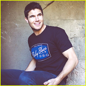 Robbie Amell Truly Owes His Grandmother Everything