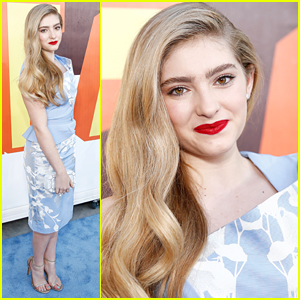 Willow Shields Wears Bold Red Lips For MTV Movie Awards 2015