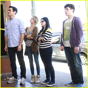 Alex, Haley & Luke Sneak Into Abandoned Theatre For Alex's Senior Ditch Day on 'Modern Family'