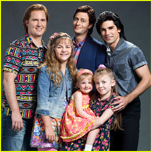 Lifetime Releases 'Full House' Cast Photo!