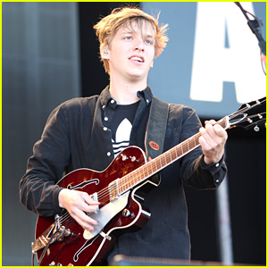 George Ezra Plays Birthday Show in Brighton City!