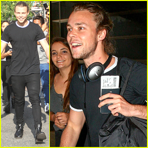 5 Seconds of Summer's Ashton Irwin Gets Surrounded By Fans In LA