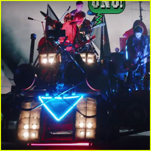 5 Seconds of Summer Build Their Own Float in 'She's Kinda Hot' Music Video - Watch Now!