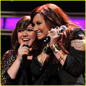 Demi Lovato's Idol Kelly Clarkson Gave Her the Best Birthday Present!
