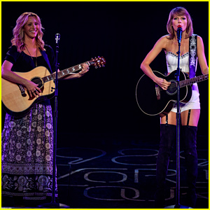 Taylor Swift Invites Lisa Kudrow to Sing 'Smelly Cat' - Watch Now!
