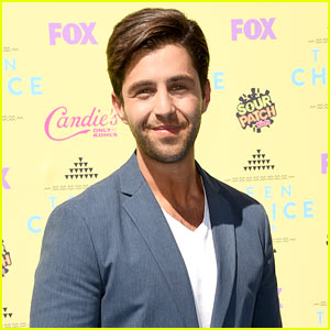 Josh Peck Looks Suave on Teen Choice Red Carpet!