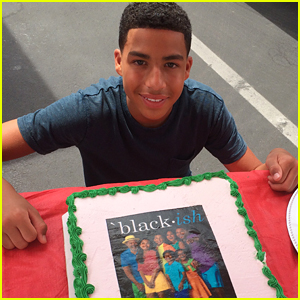 Marcus Scribner Surprises 'black-ish' Cast With Cold Stone Creamery Cake!