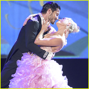 Peta Murgatroyd & Val Chmerkovskiy Perform Magical Waltz At D23 Expo - Watch Here!