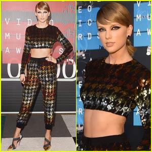 Taylor Swift Keeps Things Colorful at MTV VMAs 2015