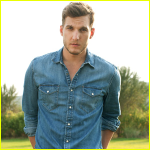 Scott Michael Foster Excited to Play the 'Bad Guy' on ABC's 'Blood & Oil' (JJJ Interview)
