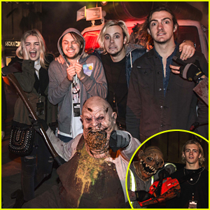 R5 Get Scared Out Of Their Socks At Halloween Horror Nights!