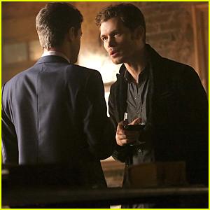 Klaus & Elijah Host A Thanksgiving Truce On 'The Originals'