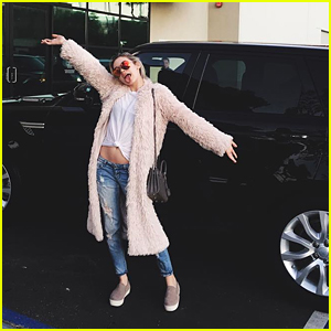 Amanda Steele Got A New Car For Christmas - See It Here!