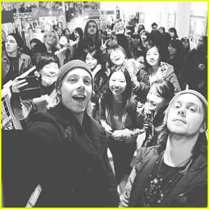 R5 Have A Big Entourage In Japan - See The Fun Vid!