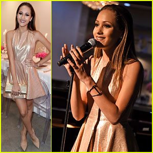 Skylar Stecker Performs 'Wish Now' at JJJ's 'Star Darlings' Dinner!