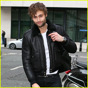Douglas Booth Says He Would Do 'Alright' in a Zombie Apocalypse