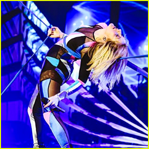 Ellie Goulding Dances in Live Performance Video For 'Something in the Way You Move' - Watch Now!