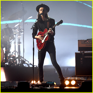 James Bay Sings 'Hold Back The River' at BRIT Awards 2016 - Watch Now!