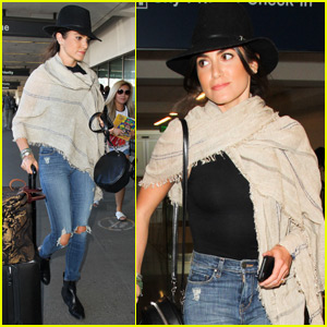 Nikki Reed Hands Out Positive Notes to Strangers