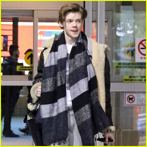 Thomas Brodie-Sangster Arrives in Vancouver to Begin 'Maze Runner: Death Cure' Filming