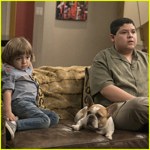 Manny & Joe Grab Some Couch Time on 'Modern Family' Tonight