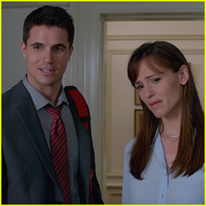 Robbie Amell Plays Jennifer Garner's Step-Son in 'Nine Lives' - Watch Trailer!