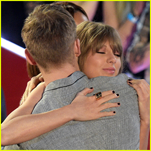 Taylor Swift Watched with So Much Pride During Calvin Harris' iHeartRadio Speech! (Video)