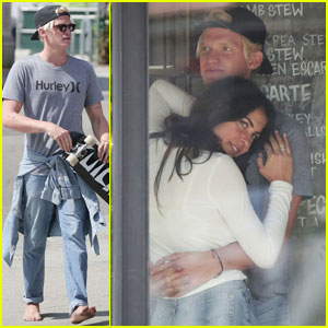 Cody Simpson Cozies Up to Mystery Brunette!