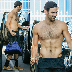 Nyle DiMarco Shows Off His Abs at 'DWTS' Practice