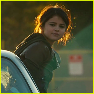 Selena Gomez Plays a Runaway in 'Fundamentals of Caring' Trailer