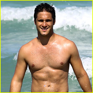 Diego Boneta Shows Off His Rock Hard Abs in Miami!